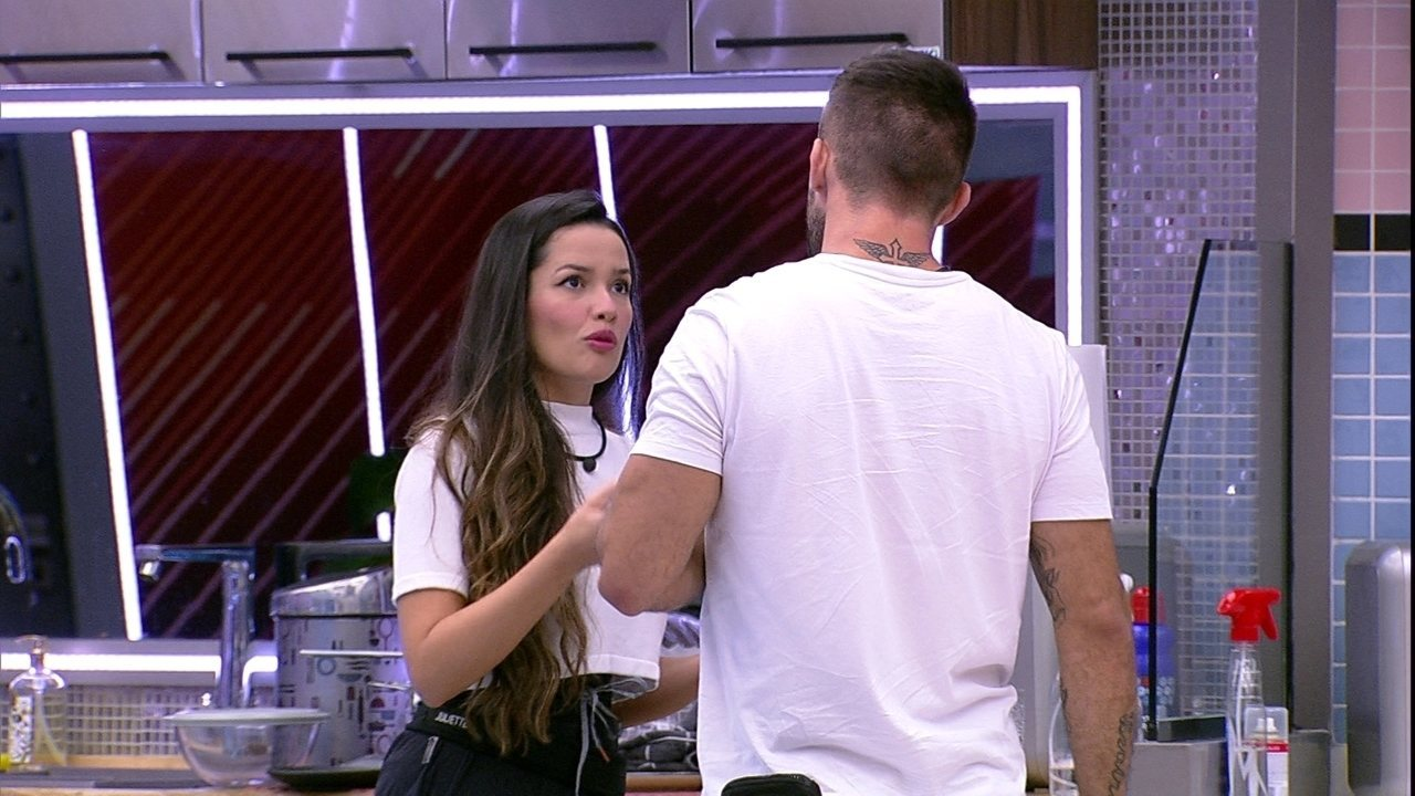 Juliette sobre relação de Arthur com sister: 'Ela gosta de você, mas está tendo conflito'