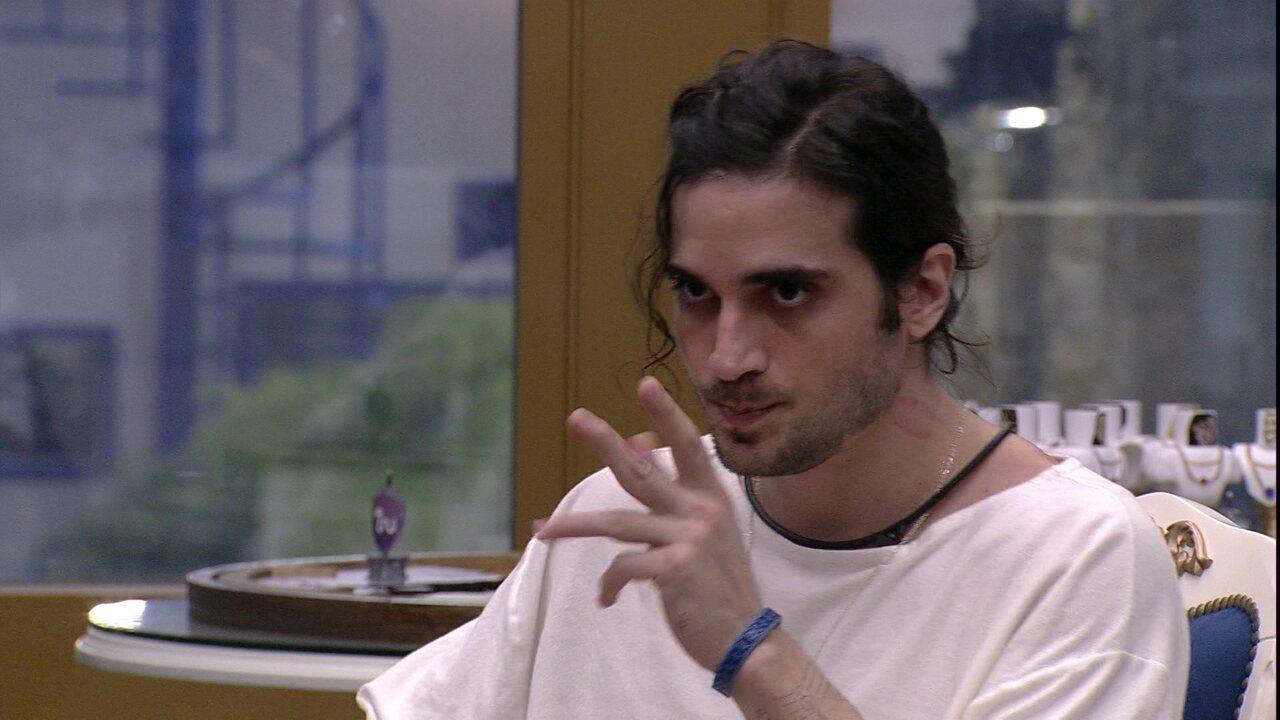 No Quarto do Líder, Fiuk se desentende com Juliette e dispara: 'Você sempre me corta'