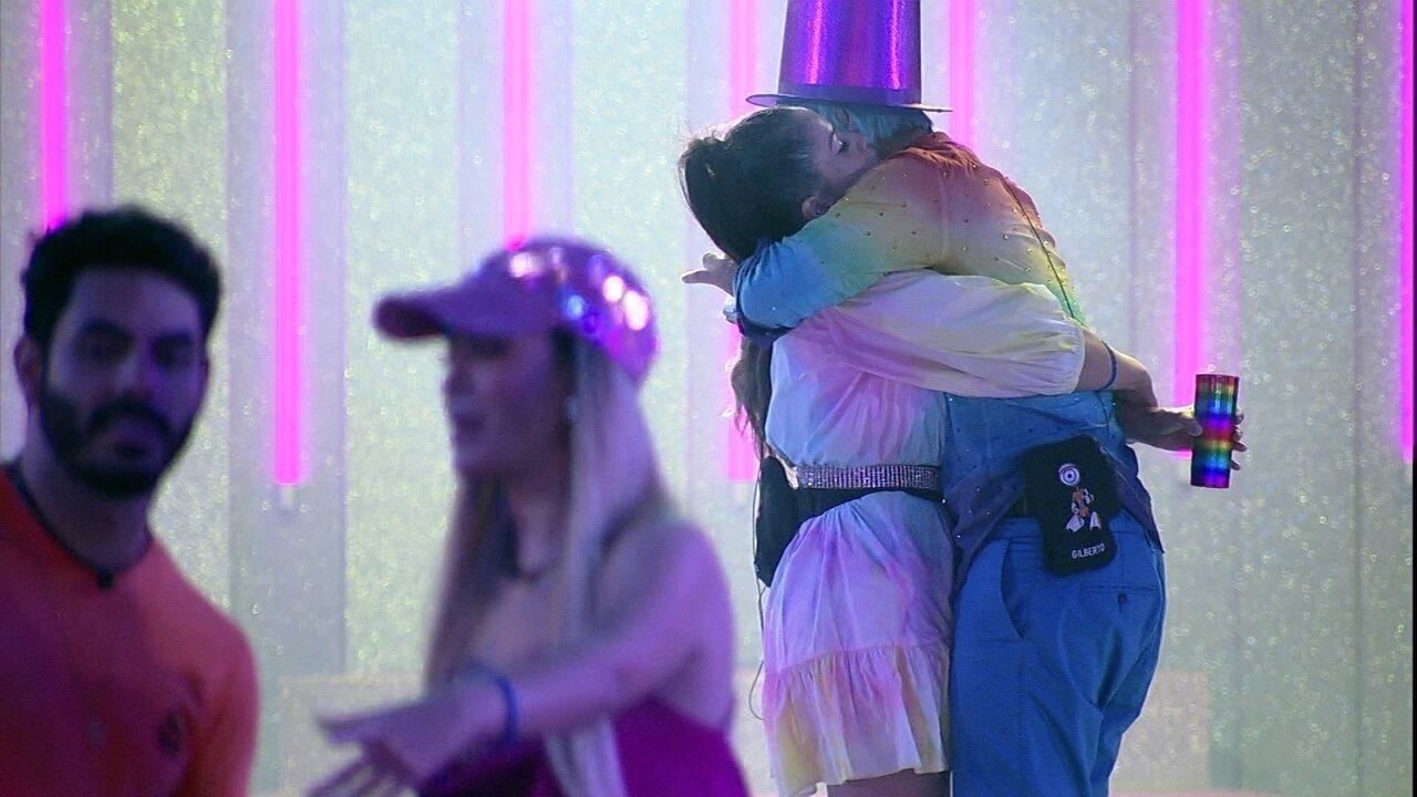 Gilberto se declara para Juliette em festa do BBB21: 'Tu me aperreia, mas eu te amo'