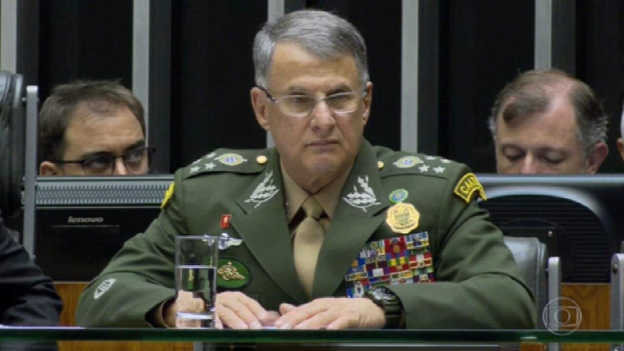 Bolsonaro se antecipa a pedidos de demissão e determina mudança nos comandos das Forças Armadas