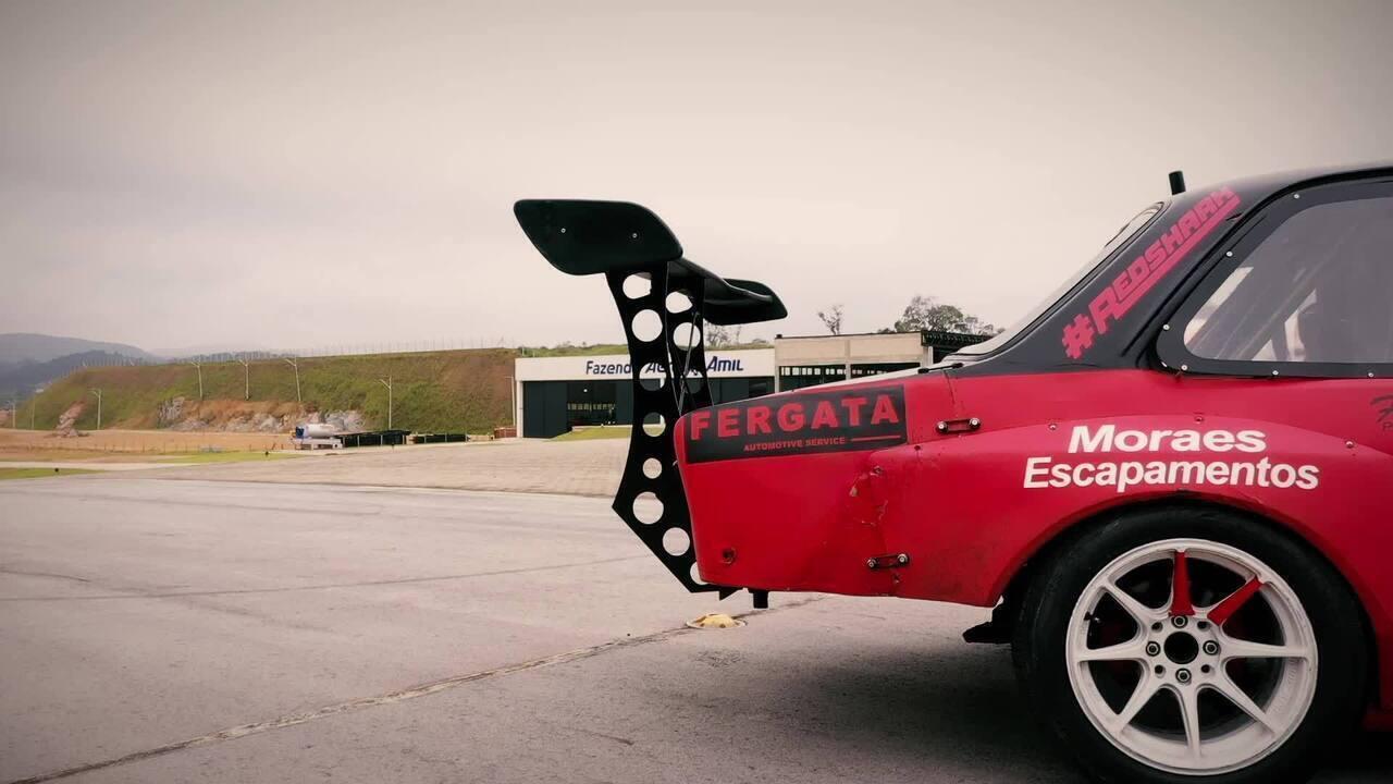 Piloto transforma Chevette 76 em carro para provas de drift