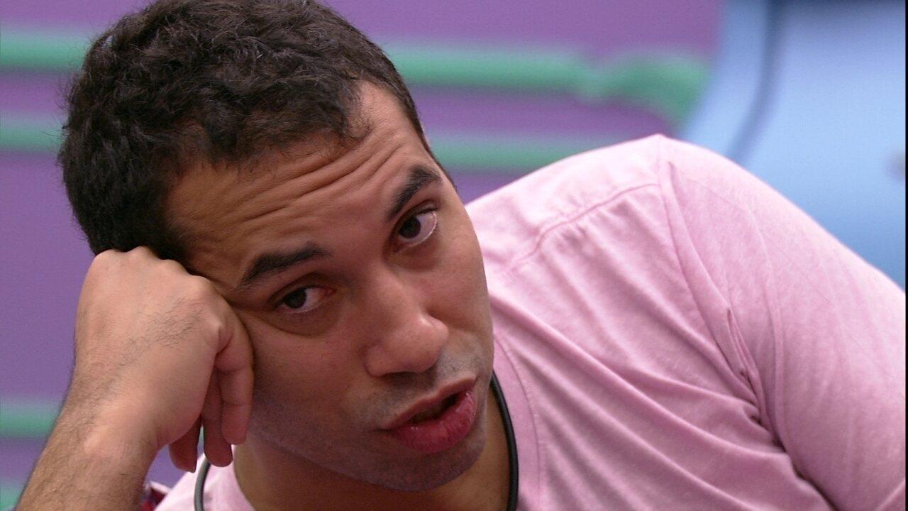 Gilberto fala com Fiuk sobre pódio no BBB21: 'Você e o João'
