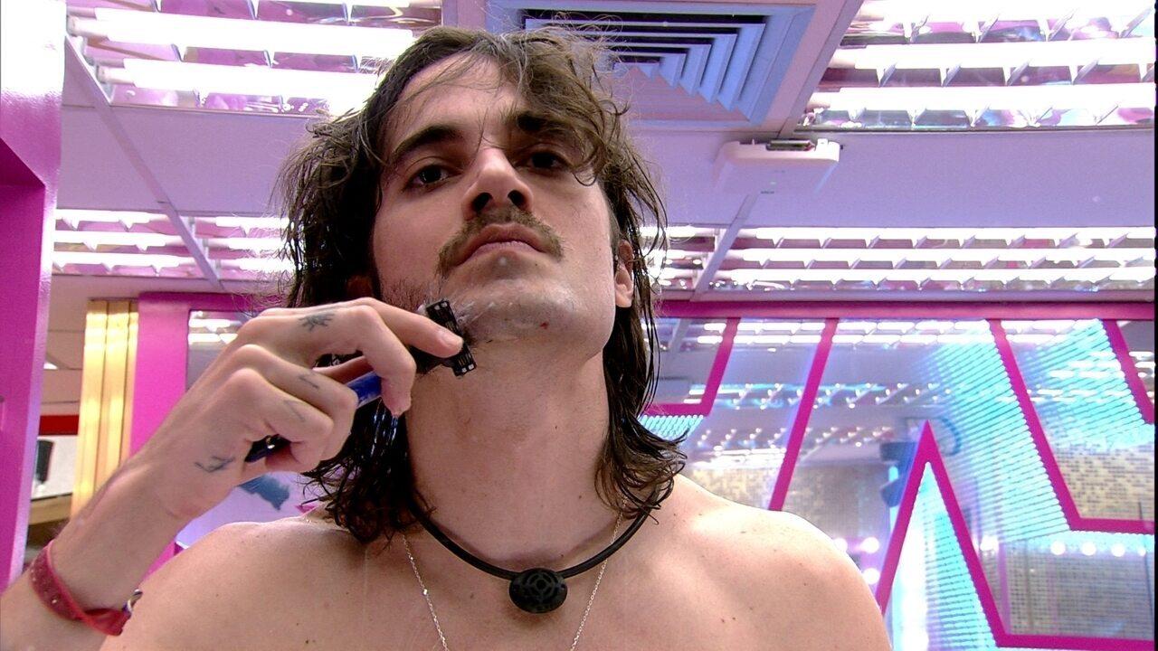 Fiuk tira a barba e muda o visual no BBB21