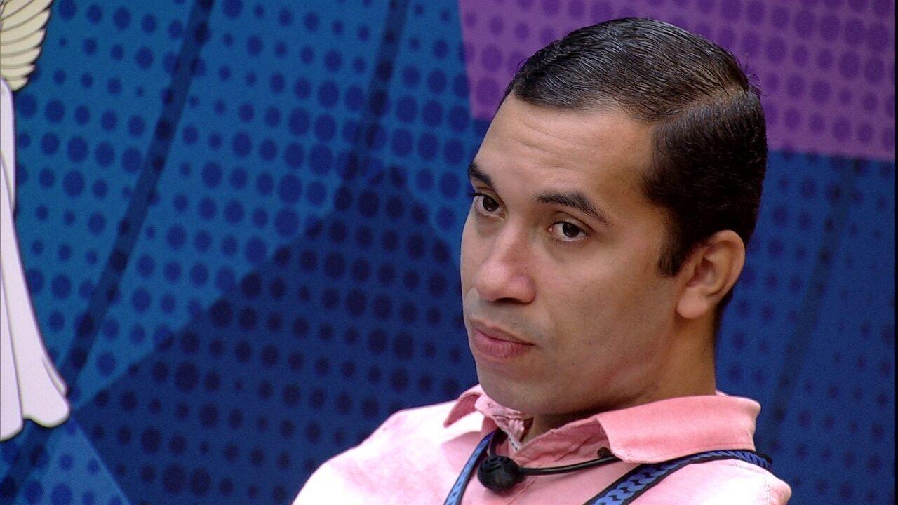 Gilberto diz a Fiuk: 'Se não for para imunizar a Juliette, eu desejaria imunizar o João'