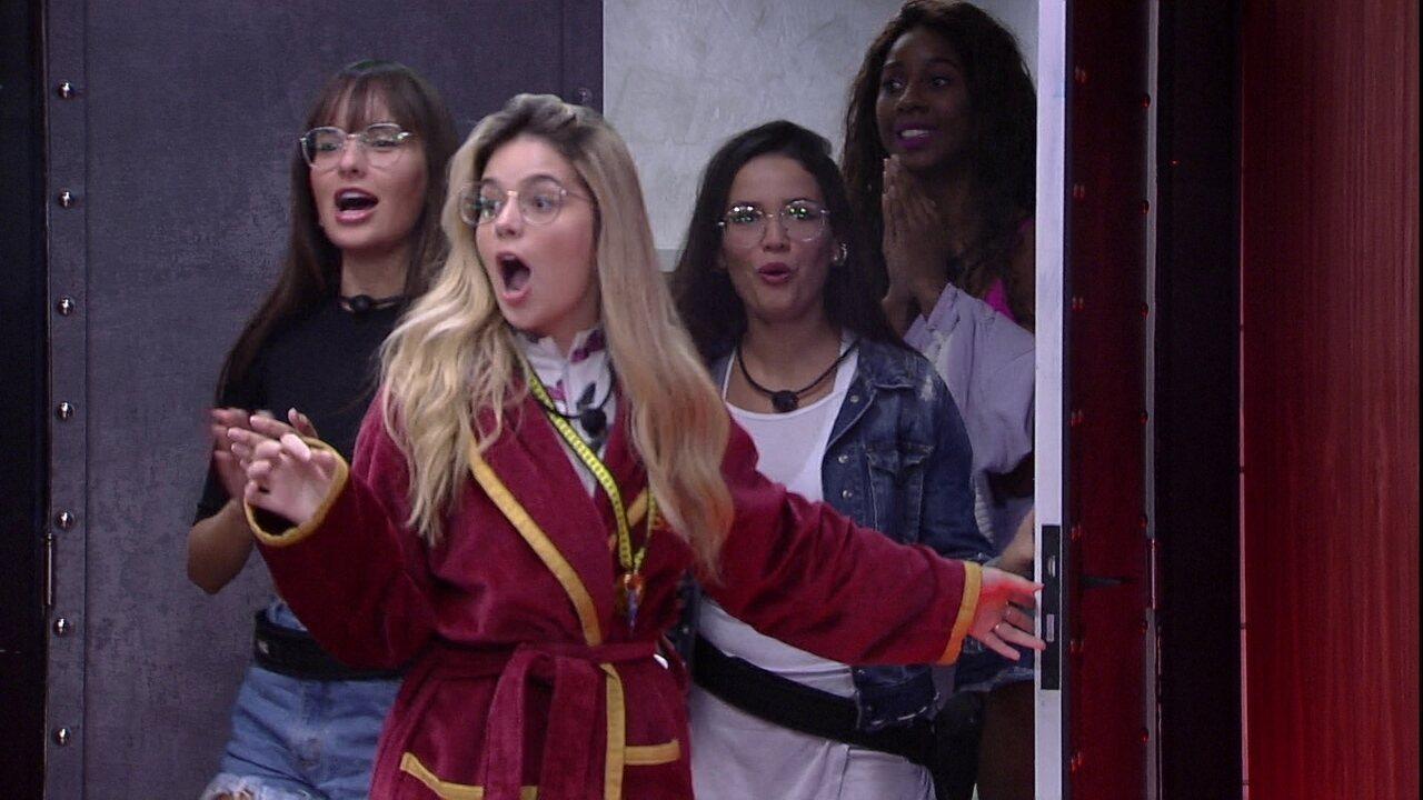 Sisters assistem à novela 'Império' no Cinema do Líder do BBB21, e Thaís vibra: 'Eu amava'