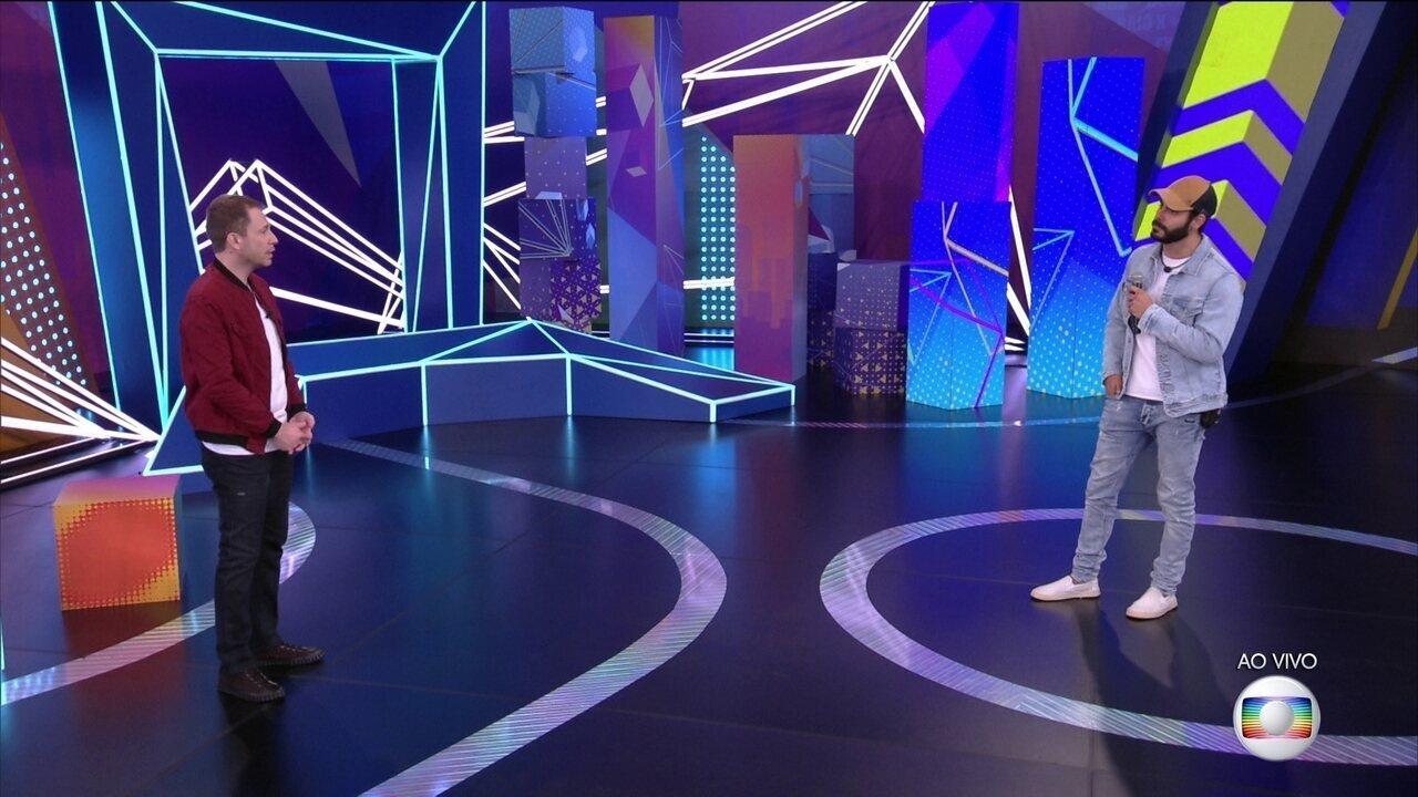 Tiago Leifert conversa com Rodolffo, nono eliminado do BBB21