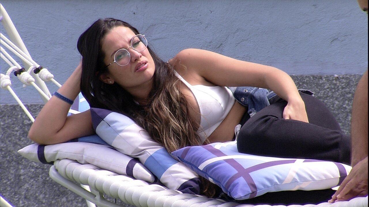 No gramado do BBB21, brothers analisam próximo Paredão e Juliette observa: 'Grande perigo'