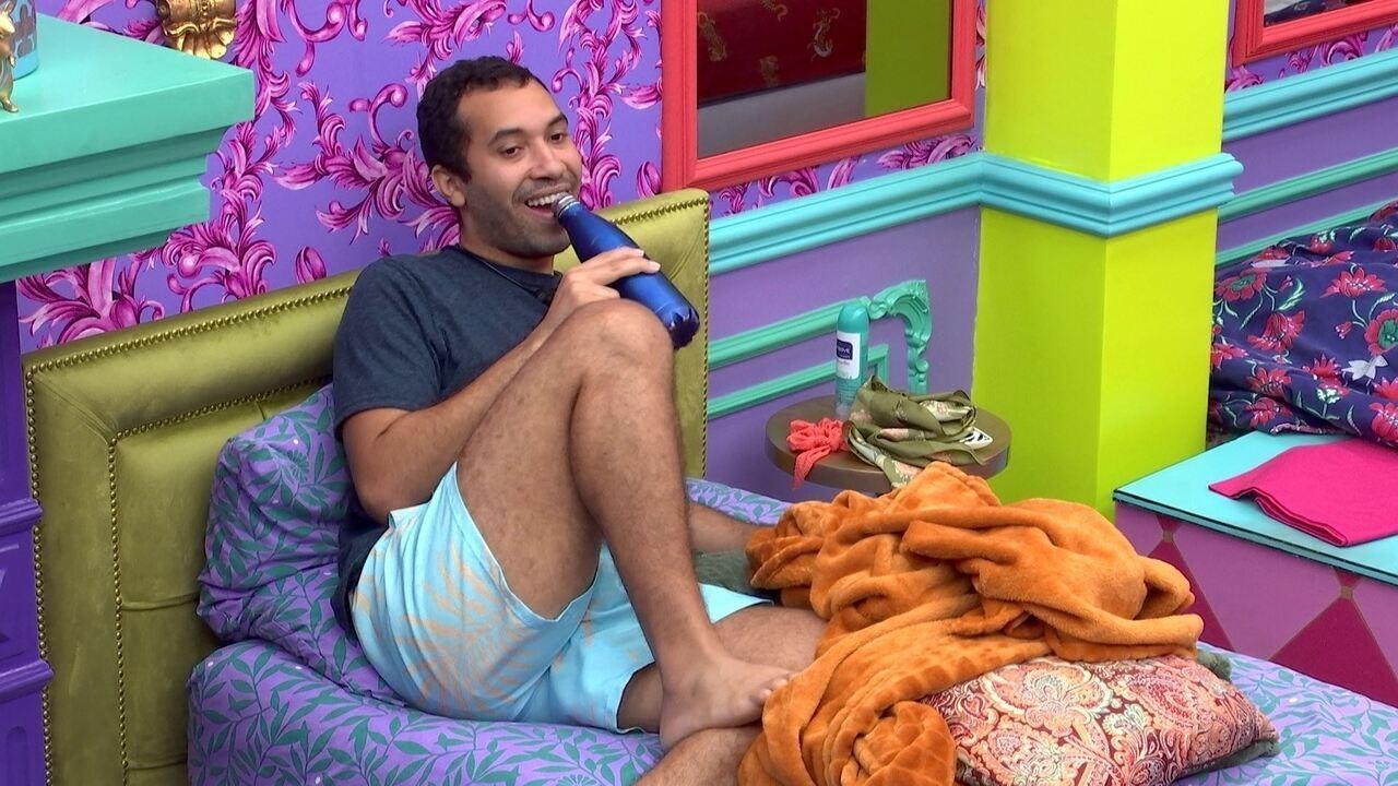 Gilberto brinca ao ver Thaís e Fiuk juntos no chuveiro do BBB21: ´Que banho maravilhoso´