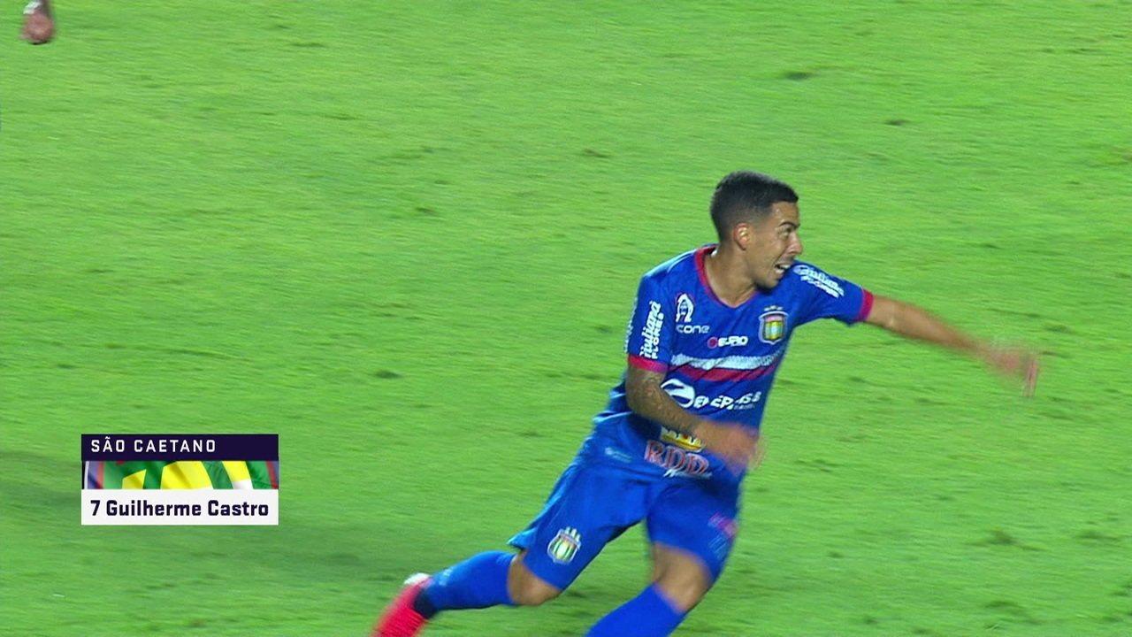 Gol do São Caetano! Guilherme Castro marca com chuta forte de fora da área, aos 31' do 1º tempo