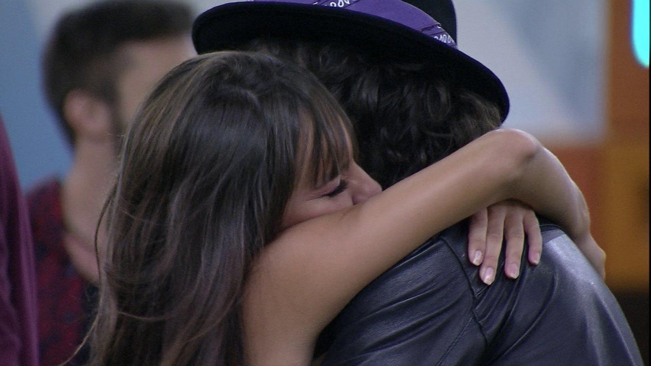 Thaís e Fiuk se abraçam, e sister diz: 'Você é muito importante para mim'