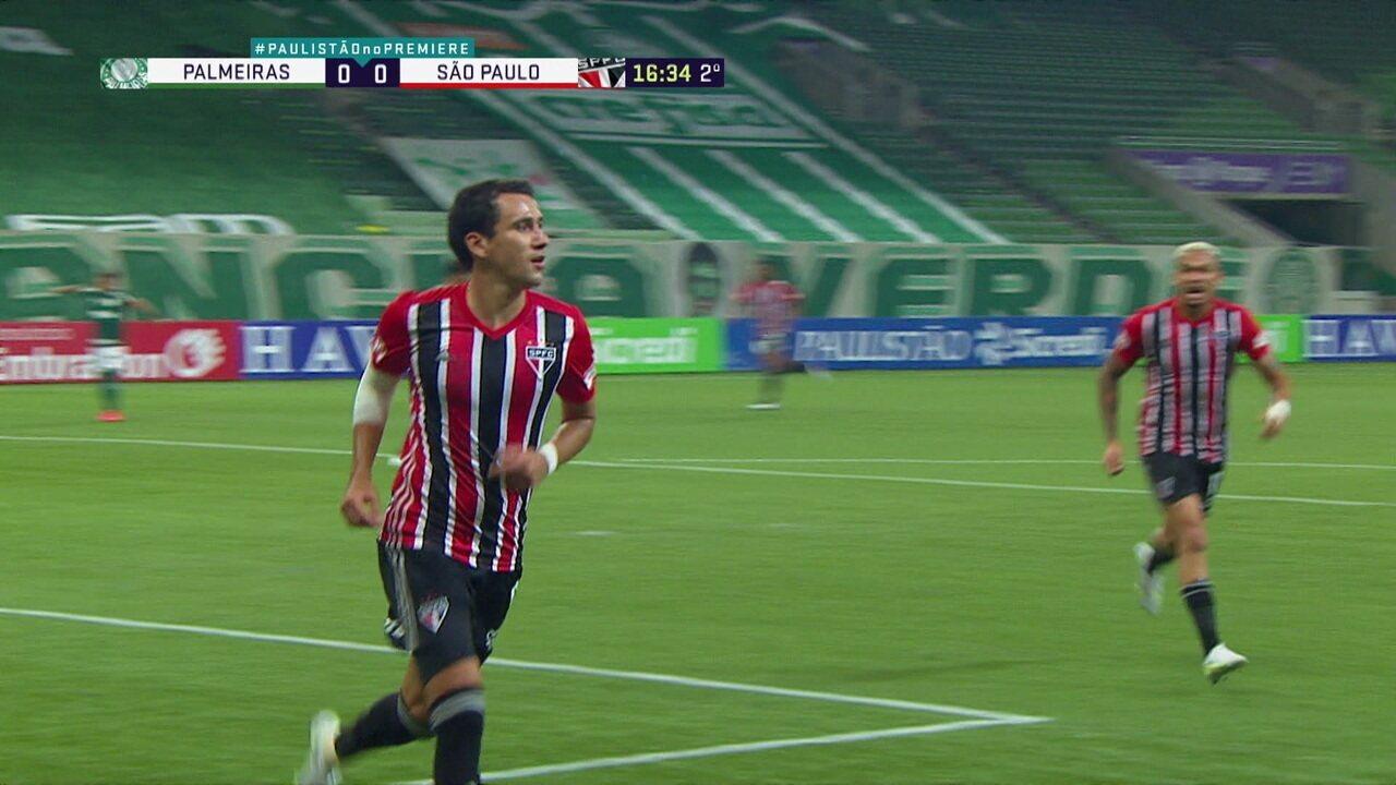 Gol do São Paulo! Scarpa erra na saída, Daniel Alves invade a área e cruza para Pablo marcar, aos 16 do 2º