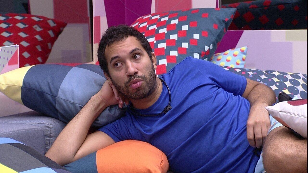 Gilberto conversa com João Luiz sobre sister: 'Votaria nela antes do Arthur'