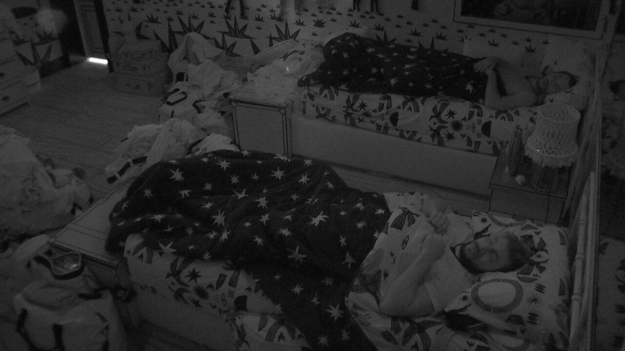 Brothers dormem após madrugada de celebração do aniversário de Roberto Carlos