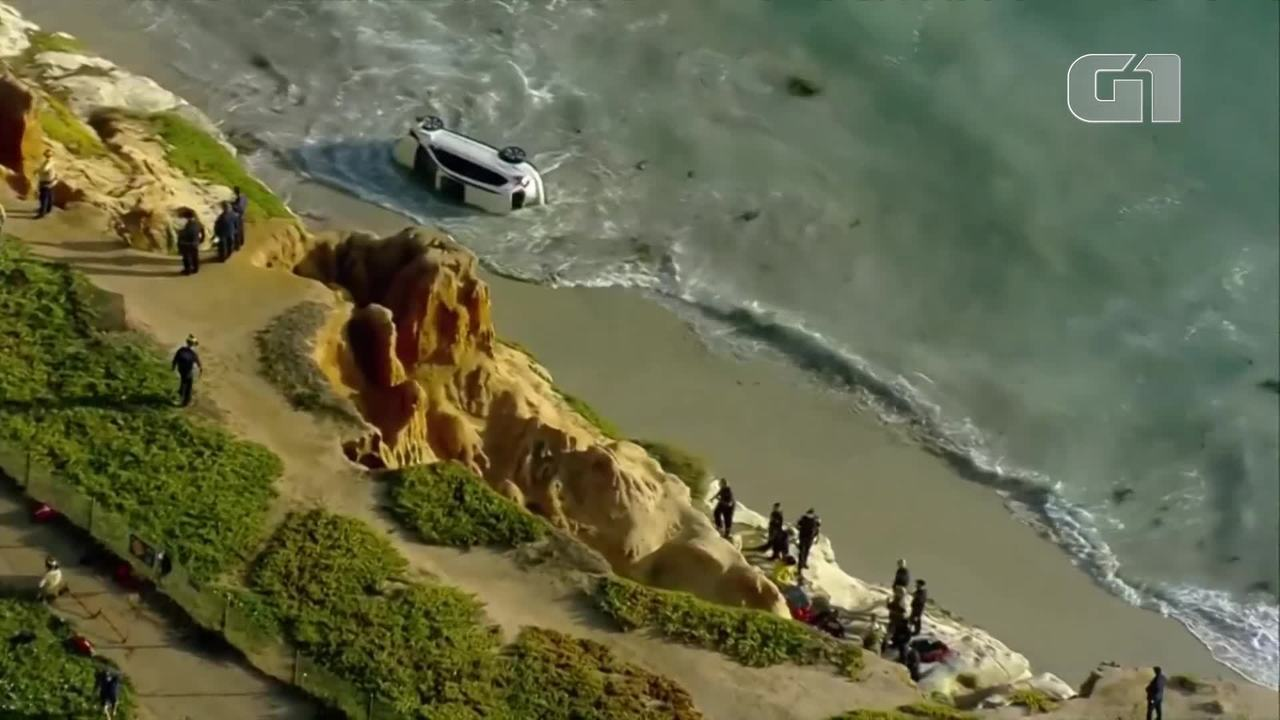 Motorista cai de penhasco dentro do mar, na Califórnia, Estados Unidos