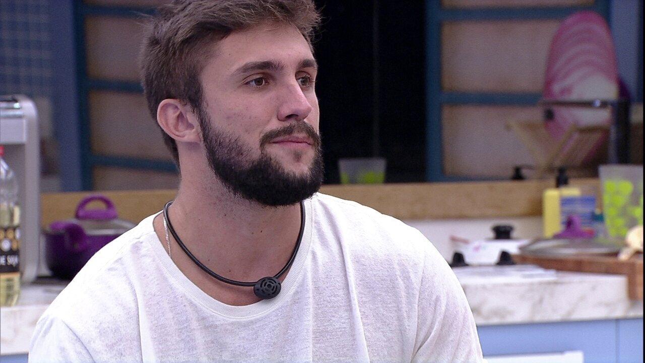 Arthur declara para Viih Tube sobre BBB21: 'Não tem como eu votar em quem não vota em mim'