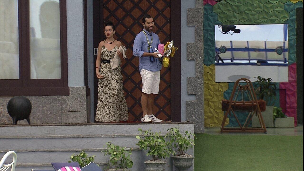 Gilberto se despede do quarto, e Juliette afirma: 'Próximo Líder será meu'