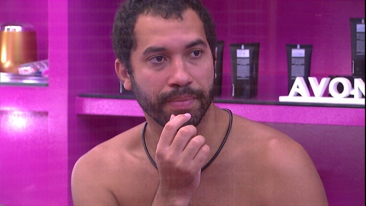 Gilberto comenta sobre o Paredão com Arthur: 'Eu sei que estou em um Paredão difícil'