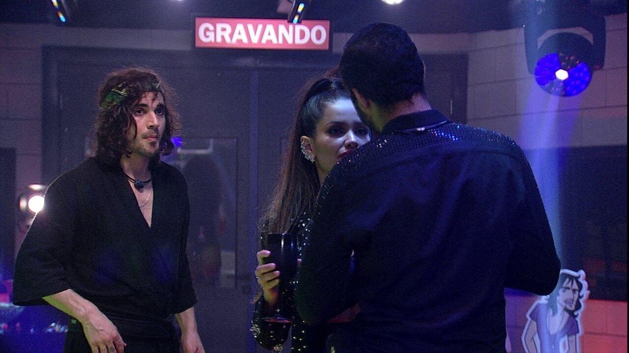 Juliette confronta Gilberto: 'Se acha que vai sair, por que não está ficando comigo?'