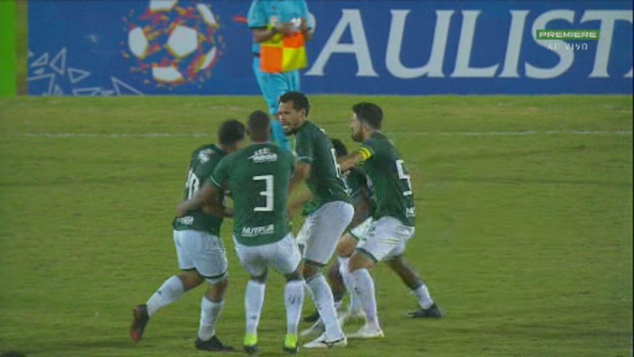 Jogadores do Guarani brigam ao fim da partida e são expulsos