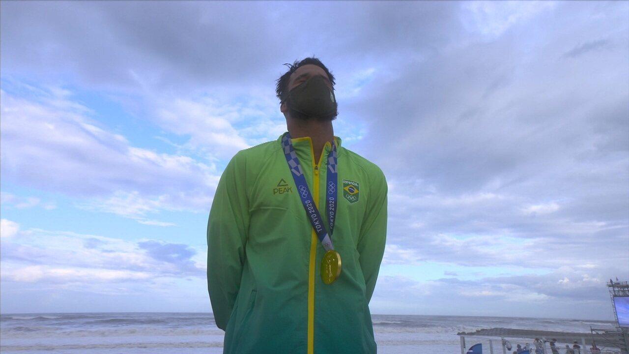 Italo Ferreira recebe primeira medalha de ouro para o Brasil em Tóquio