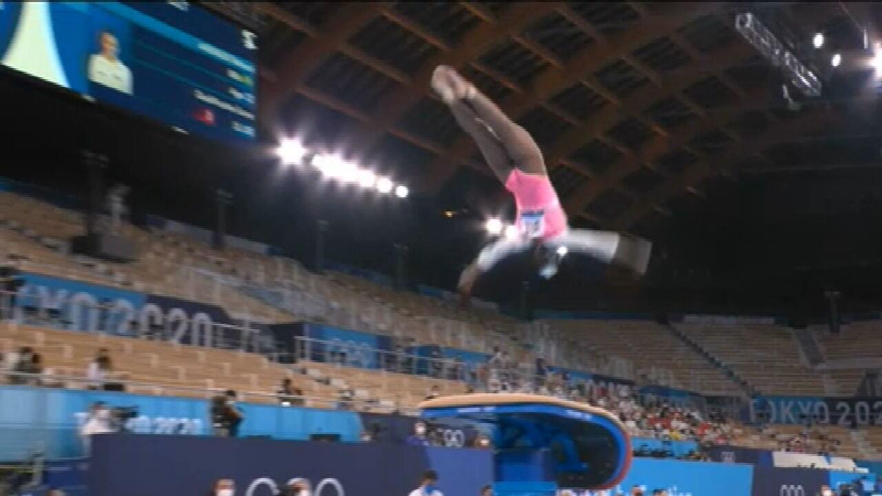 VÍDEO: Veja o salto de ouro de Rebeca Andrade