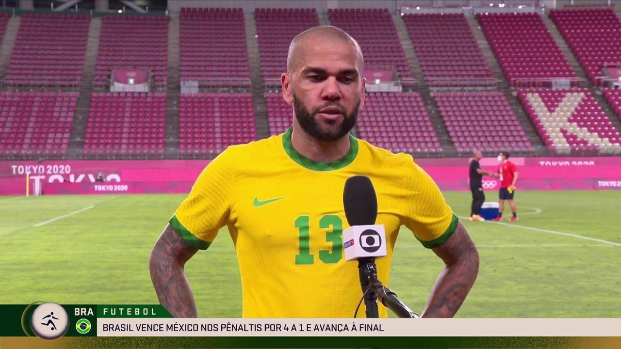 """Daniel Alves, após a classificação nos pênaltis: """"Só falta um passo"""""""
